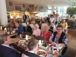 Vapiano bat bedürftige Senioren wieder zum Mittagstisch